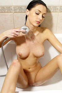Model Anna S in Water Stimulation