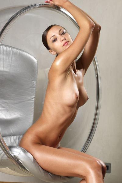 Model Anna S in bubble Chair