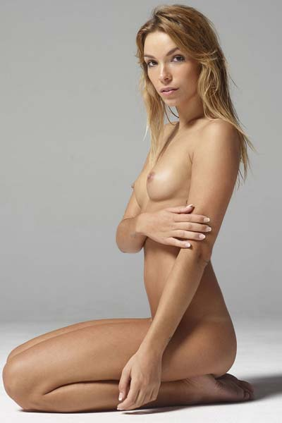 Model Amber in Nudes