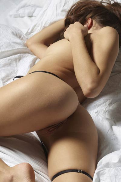 Model Cameron in Hot In Bed