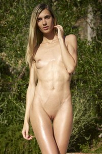 Model Francy in Poolside