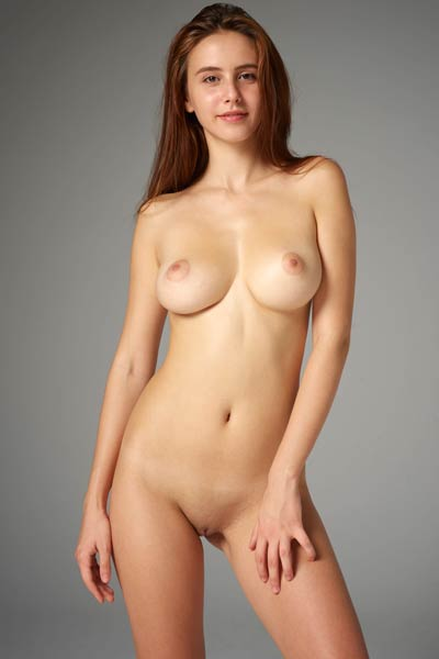 Model Alisa in Studio Nudes