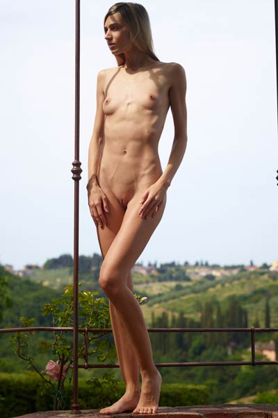 Model Francy in Tuscany fantasy