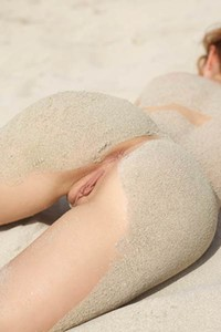 Model Jenna in Beach Nudes
