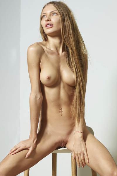 Model Jolie in Nude Portraits