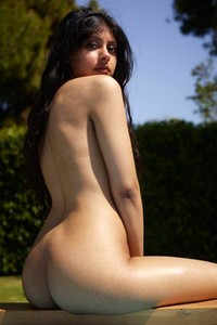 Model Anaya in Arousing