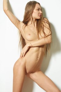 Model Jolie in Fit and fun