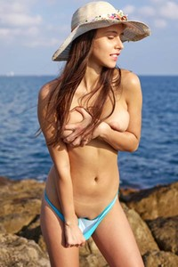 Model Alisa in Nudism