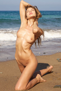 Model Taya in Beach Body