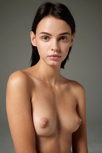 Model Ariel in High Resolution Nudes
