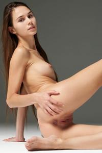 Model Leona in Limber Lady
