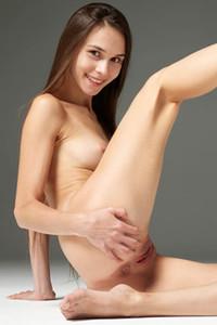 Model Leona in Art Erotica