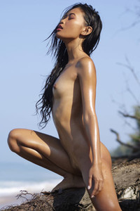 Model Hiromi in Tropical Nudes
