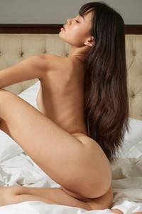 Model Sowan in Seductive
