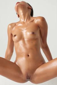 Model Hiromi in Honeyed