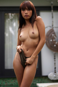 Model Jessa in Undressing