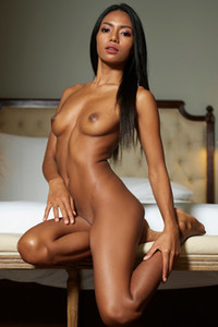 Model Chloe in Rembrandt nudes