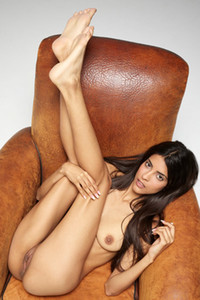 Model Clau in Tantalizing nudes