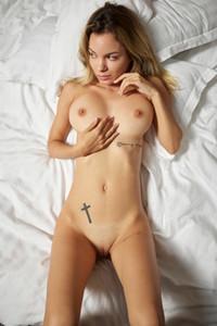 Model Nadiia in Naked In Bed