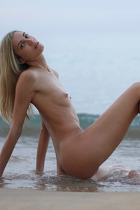 Model Francy in Early Morning Nudes