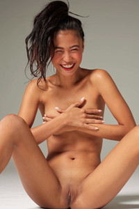 Model Hiromi in Pure Nudes