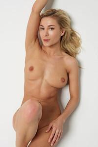 Model Darina L in Nude Body Art
