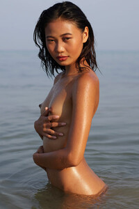 Model Hiromi in Hot And Humid